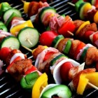 Gezond barbecueën met veel groenten en mager vlees