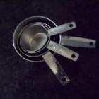 Hoe gebruik je Amerikaanse cups en spoons bij het koken?