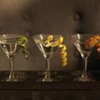 Het serveren van martini