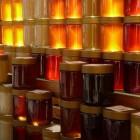 Honing: natuurproduct geproduceerd door honingbijen