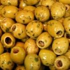 De olijf wordt eerst ingelegd voordat hij eetbaar is