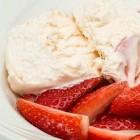 Zelf gezond en lekker yoghurtijs maken (zonder ijsmachine)