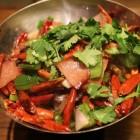 Hete Thaise kipsalade en Thaise maiskoekjes
