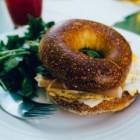 Hartige bagels: met gegrilde kip, kaas of vis