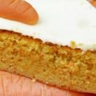Worteltaart met glazuurlaagje en een heerlijke bananencake