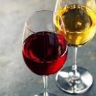 Wijn bewaren in een wijnrek in een wijnkelder: tips