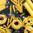 Vier eenpansgerechten met pasta