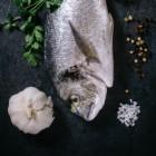 Vis als hoofdgerecht met een toetje van crèpes